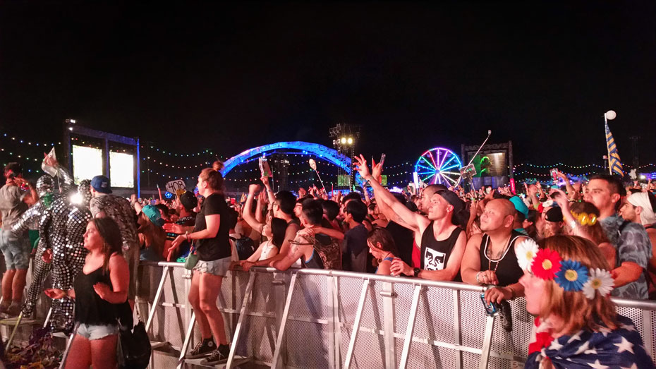 Crowd at Kinetic Field